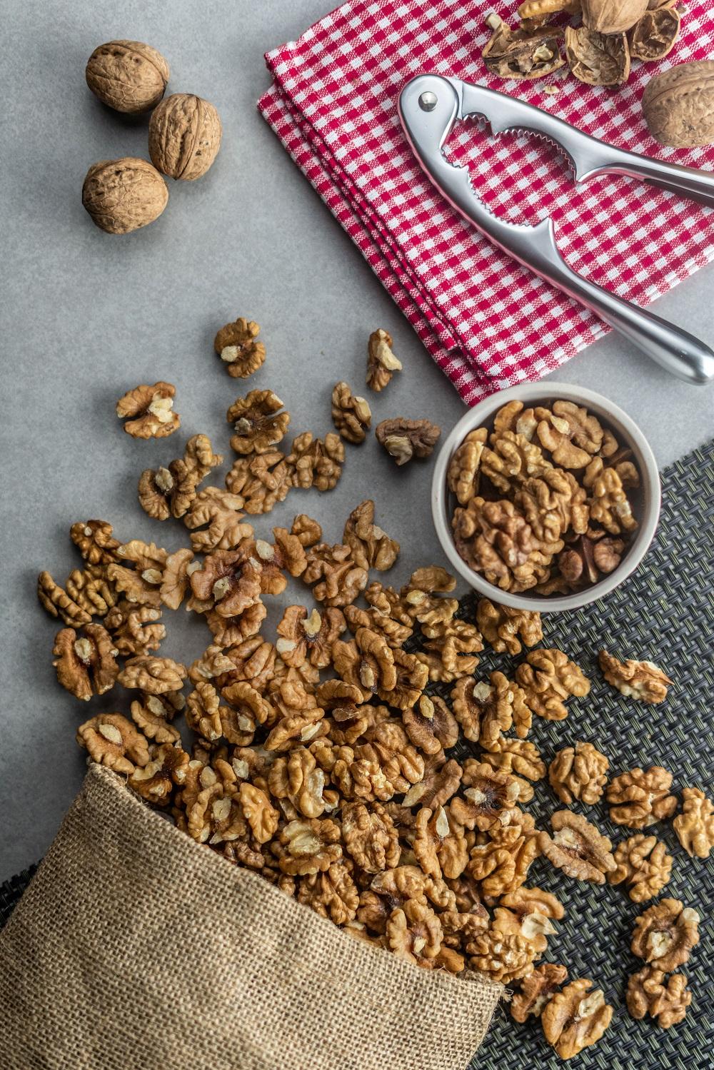 heap-of-peeled-walnuts-P9VFN4G-min.jpg